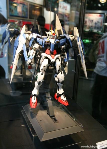 gundam-00-raiser-perfect-grade-bandai-160-2