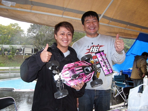 hot-bodies-atsushi-hara-vince-il-campionato-jmrca-1-8-gp-2009-buggy3