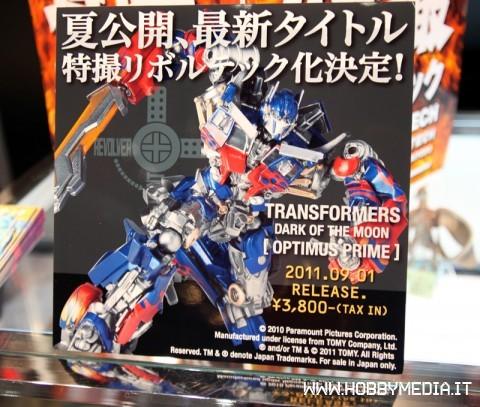 revoltech-optimus-prime-transformer-dark-of-the-moon