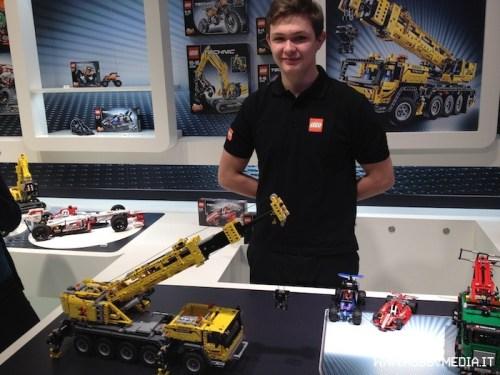 lego-technic-mobile-crane-mk-ii-42009-toy-fair-2013