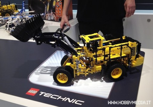 lego-technic-volvo-buldozer-42030-mmt