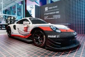 LEGO Technic: Arriva in Italia la Porsche 911 RSR fatta di mattoncini con un Motore boxer a sei cilindri!!