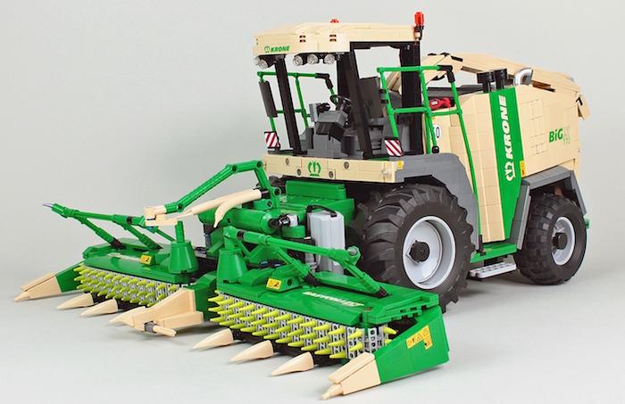 La gigantesca mietitrebbiatrice LEGO Krone BigX 770