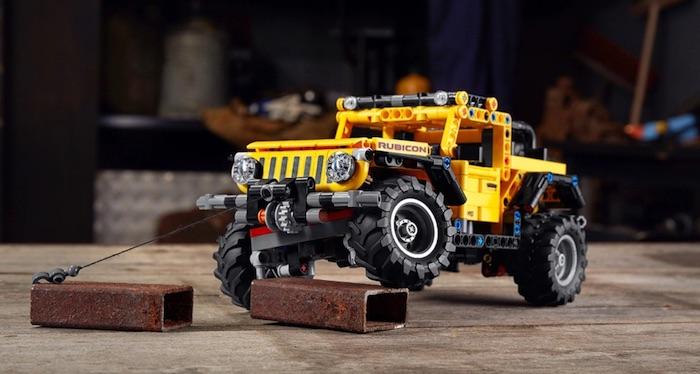 LEGO TECHNIC JEEP WRANGLER azione