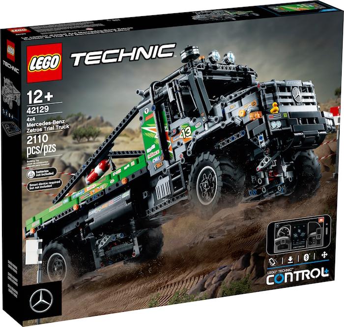 """<p style=""""text-align: center;""""><img class=""""alignnone size-full wp-image-86591"""" src=""""http://www.hobbymedia.it/wpx/wp-content/uploads/2021/07/LEGO-42129-4x4-Zetros-box.jpg"""" alt=""""LEGO 42129 4x4 Zetros box"""" width=""""700"""" height=""""667"""" /></p> Questa estate è in arrivo un nuovo set LEGO Technic che farà impazzire tutti i modellisti appassionati di camion. Si tratta di una dettagliata replica del <strong>Mercedes-Benz Zetro Trial Truck</strong> (42129). Questo set conta 2108 pezzi e viene controllato a distanza tramite l'App con Control+. <!--more--> Il truck originale viene prodotto in varie versione ma quella riprodotta dalla LEGO è quella Trial con un doppio asse posteriore. La replica che arriverà sugli scaffali dei negozi di giocattoli avrà un prezzo di circa 300 euro e sarà disponibile all'inizio del mese di agosto."""