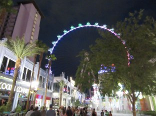 High Roller and Linq at night