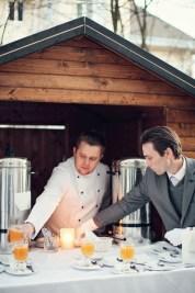 Punsch & Glühwein Winterhochzeit | www.hochzeitshummel.at | photo: peachesandmint.com