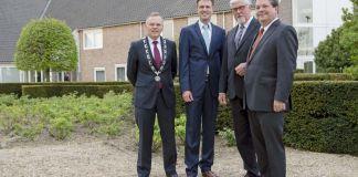 Op de foto staan v.l.n.r. Burgemeester Jan Luteijn en wethouders Pieter Paans, Bas Boelhouwers en Hans Flieringa. - Foto: WiSch Fotografie