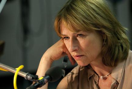 """Corinna Harfouch in """"Der Hals der Giraffe""""; Bild: SWR/Monika Maier"""