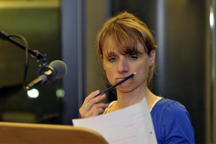Christina Große spricht die Rolle der Andrea Liepnitz; Bild: rbb/Gregor Baron