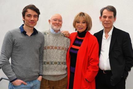 Alexander Khuon, Ernst Jacobi, Judy Winter und Regisseur Nikolai von Koslowski; Bild: rbb/Oliver Ziebe