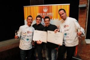 PIC-KDJ-1104-Gewinner mit Urkunde