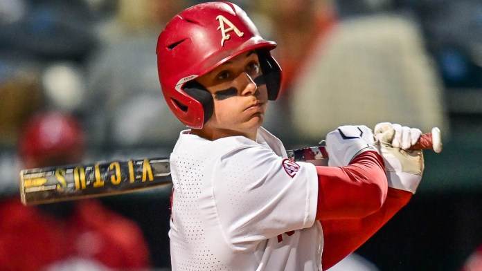 Early hole not too deep for Razorbacks in 6-5 win over Vols