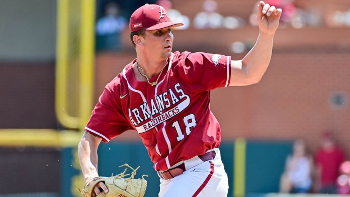 Don't blame Kopps or Van Horn for lack of hits when Hogs needed them