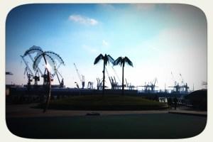 In Blau gleich viel netter: Der Hamburger Hafen