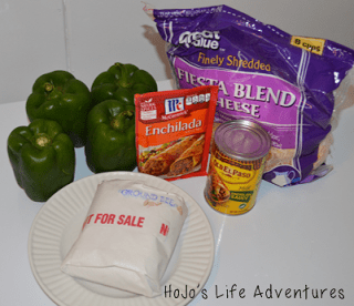 Ready for an easy crock pot meal? Try these stuffed enchilada green peppers! With just 30 minutes of prep time, your whole family is sure to love them!