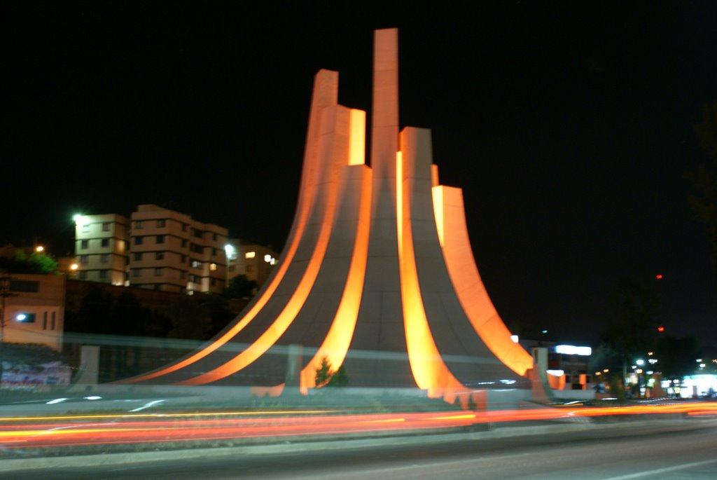 monumento-a-la-democracia-de-noche-oficina-comercial-en-venta-en-colonia-el-potrero-atizapan-de-zaragoza-1301