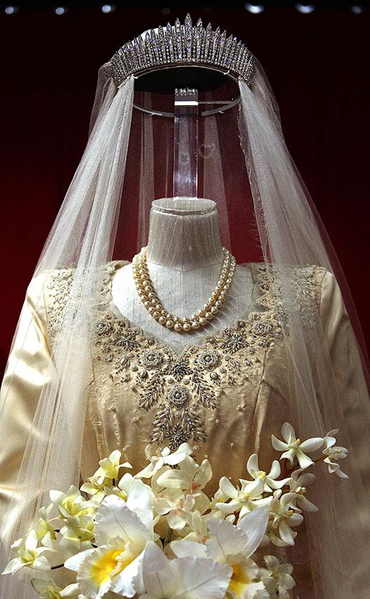 Queen Elizabeth II wedding tiara