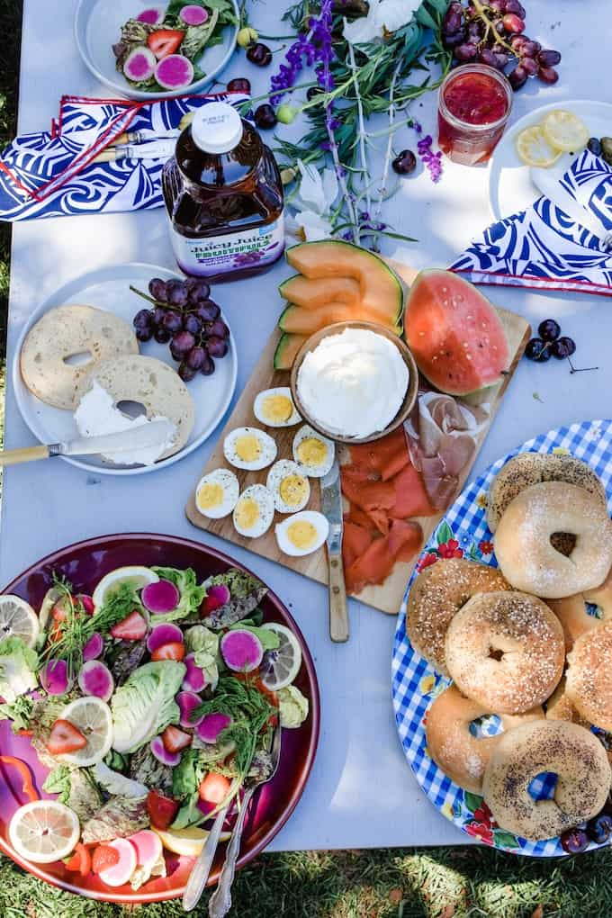 Summer entertaining recipes guide is loaded with endless, easy ideas, menus, and tips that will have you partying from Memorial Day to Labor Day. #summerentertaining #drinkideas #drinkstation #summerideas #easyentertaining