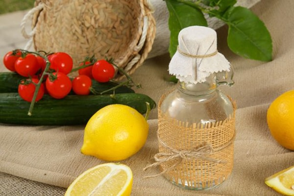 Holar - Blog - 5 Must-Have Vinegars in Your Kitchen and How to Use Them - White Vinegar