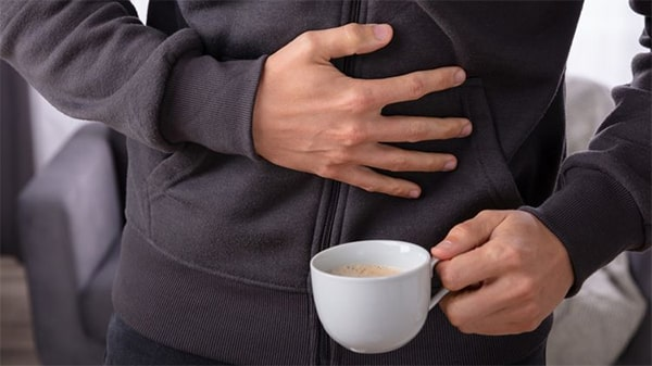 Holar - Blog - Health Effects of Coffee 10 Pros and Cons You Should Know - Cons - Coffee can be upsetting to the stomach