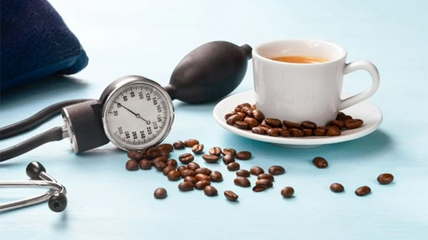 Holar - Blog - Health Effects of Coffee 10 Pros and Cons You Should Know - Pros - Coffee mitigates the risk of cardiovascular disease