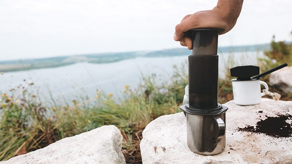Holar - Blog - Top 10 Manual Coffee Makers for Every Type of Coffee Enthusiast - AeroPress Coffee Maker