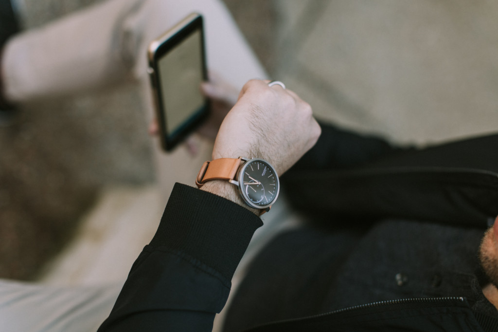 HYBRID SMARTWATCHES: THE MUST-HAVE GIFT