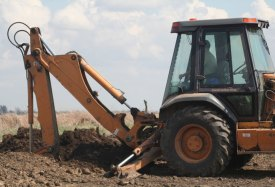 Backhoe-used-to-begin-installation-webL.jpg