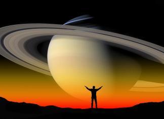 Saturn closet to earth