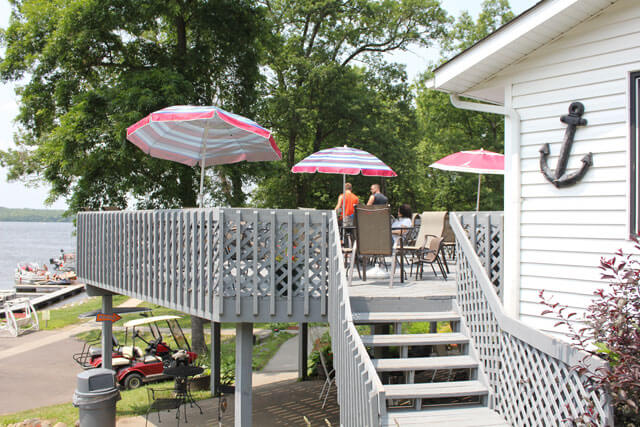 holiday-shores-patio-3