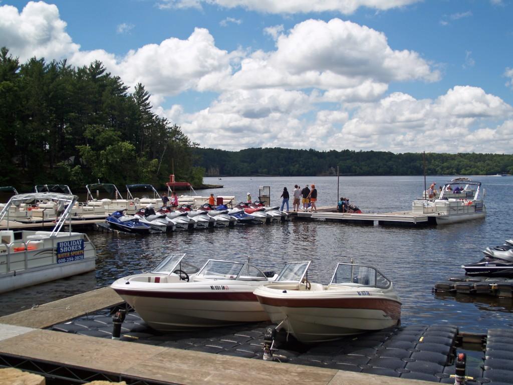 holiday-shores-rental-boats