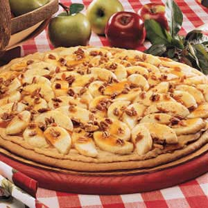 Caramel Apple Pizza Recipe | Holiday Cottage