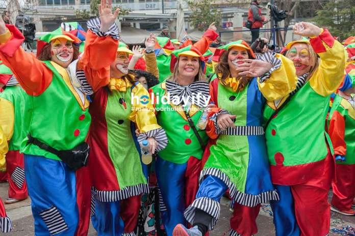 İskeçe Karnavalı - Eğlenen Palyaço Kostümlü Kadınlar