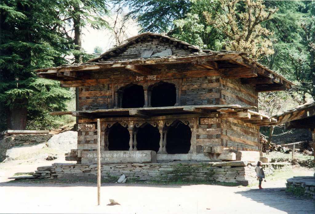 rumsu jamlu devta temple, treks near manali