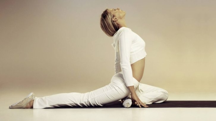 Yoga-1366x768-hdwallpapers.us