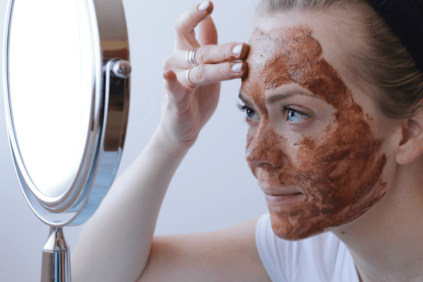 Make your own anti-inflammatory nutmeg facial cleanser to combat acne