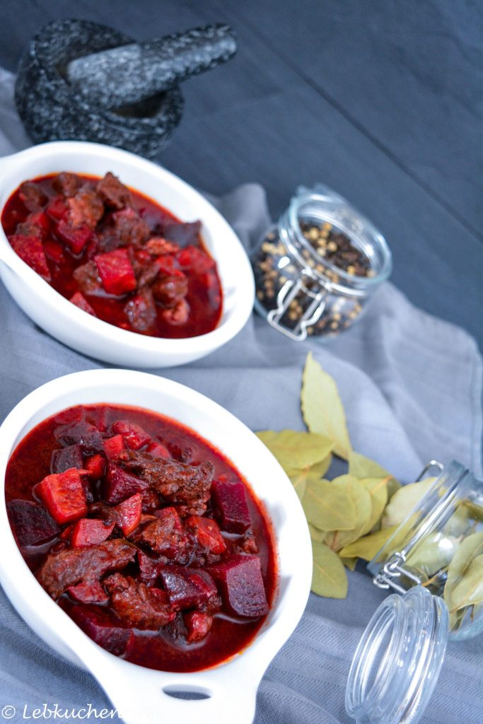 Rindergulasch mit roter Bete low carb