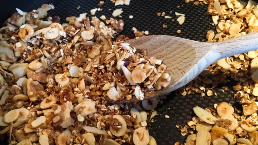 Granola aus der Pfanne Low Carb