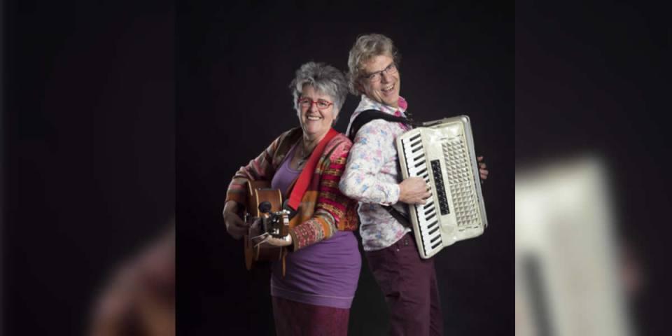 Het duo LuduRona speelt zondag 3 juni in het Readthuysje van Barsingerhorn. (Foto: aangeleverd)