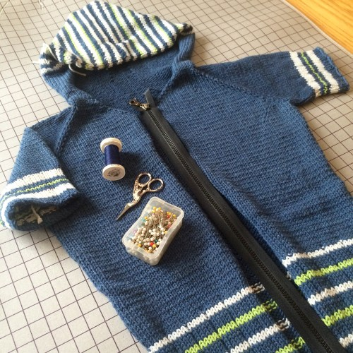 adding a zipper to a hand knit sweater