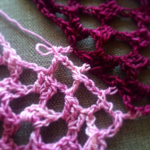 crocheting-granny-squares-together