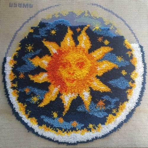 latch-hook-sun-rug