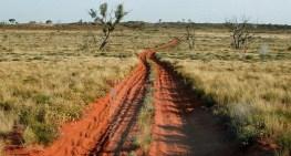 canning-stock-route-na-terenie-mac582ej-pustyni-piaszczystej-zachodnia-australia-c2a9-peter-wh-wikimedia1