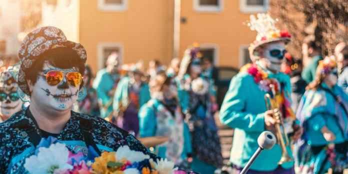 Mardi gras celebration returning to hollywood february 2020