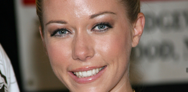 https://i1.wp.com/www.hollywoodnews.com/wp-content/uploads/2011/03/kendra-wilkinson-signing-prphotos-600x295.jpg