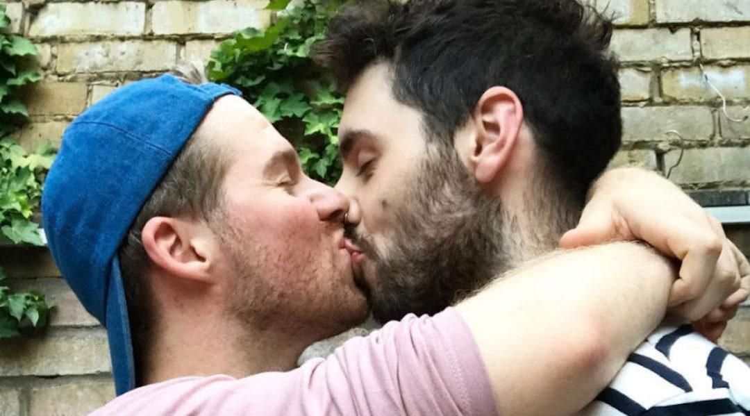 Dieses süße Paar holt Ringe bei einem ganz besonderen LGBT-Juwelier