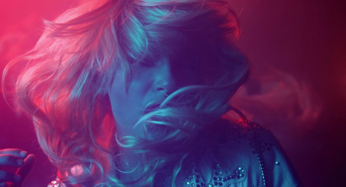 """Bill verwandelt sich in eine Drag im Tokio Hotel Video zu """"Boy Don´t Cry"""""""