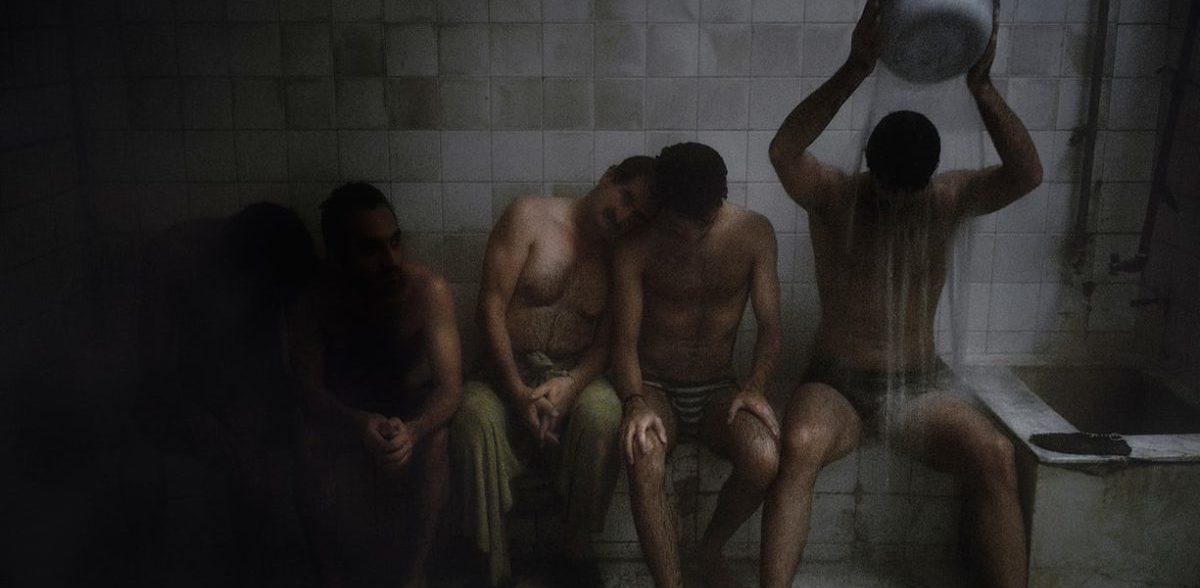 Ein Blick in ein verstecktes schwules Badehaus im Iran