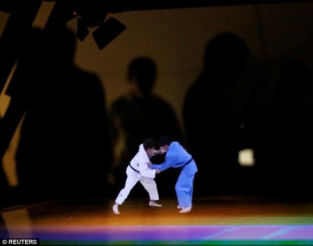 karate hologramme tokyo